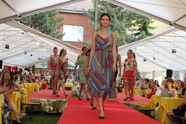 Děvčata z folklorního souboru Bystrzyca si vyzkoušela práci modelek