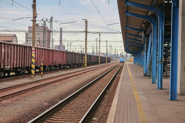 Ode dneška při čekání na vlak uslyšíte hlášení v polštině